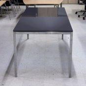 Kantinebord, grå blank plade