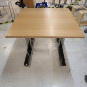 Kinnarps hæve-/sænkebord - Bøg