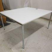 Konferencebord med hvid bordplade