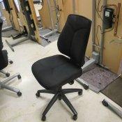 Kinnarps kontorstol med sort polstring