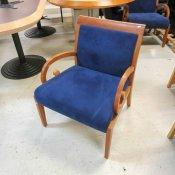 Porada loungestol med blå polstring