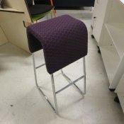 Barstol med lilla polstring