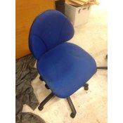Blå kontorstol med lille ryglæn