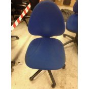Blå kontorstol med stort ryglæn