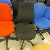 Stabil kontorstol med høj ryg