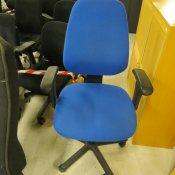 Throna kontorstol med armlæn