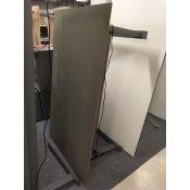 Rektangulært hævesænkebord med grå linoleumsbordplade