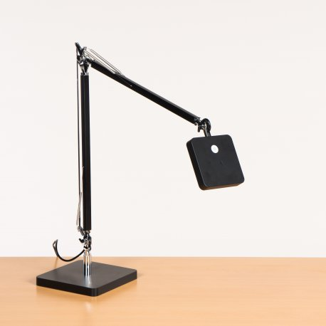Bord-/ væglampe - model F8 LED T1 - Sort (DA)