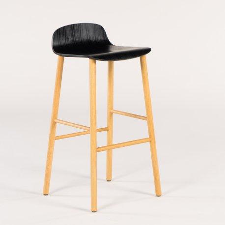 SixtyOne barstol - sort sæde - egetræ stel - Demo