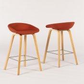 Hay barstol - rød polstring - træ ben