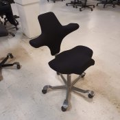 Capisco - sadelstol - nypolstret - gråt stel