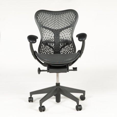 Herman Miller Mirra 2 kontorstol - graphite/black sæde