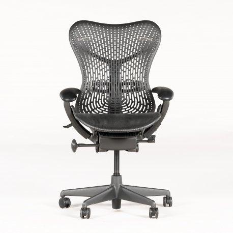 Herman Miller kontorstol - model Mirra - sort sæde