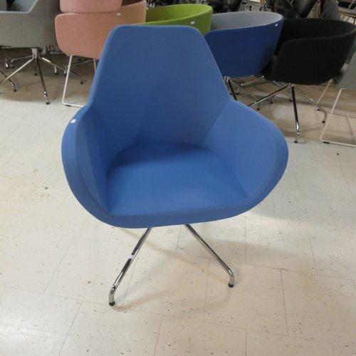 Demo loungestol - model Torso - blå polstring - krom stel