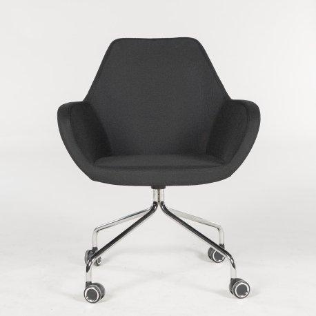 Demo loungestol - sort polstring - krom stel - hjul