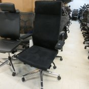 Profim kontorstol - model Synchro My Turn - sort stof - høj ryg - armlæn
