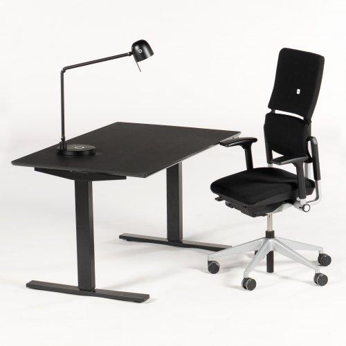 Hjemmekontor - Thor hæve-/sænkebord + Steelcase Please V2 + Neos lampe
