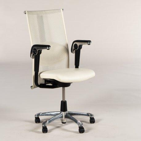 HÅG H09 kontorstol - hvid mesh ryg