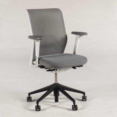 Vitra ID Mesh kontorstol - gråt mesh - lysgrå sæde - sort krydsfod