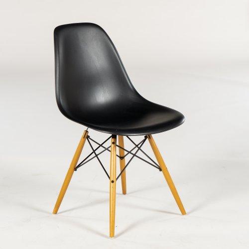 Charles og Ray Eames - Plastic Chair DSW - kantinestol - sort