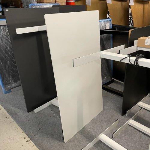 Demo hæve-/sænkebord - hvid laminat - hvidt Thor stel - 140x80 cm.