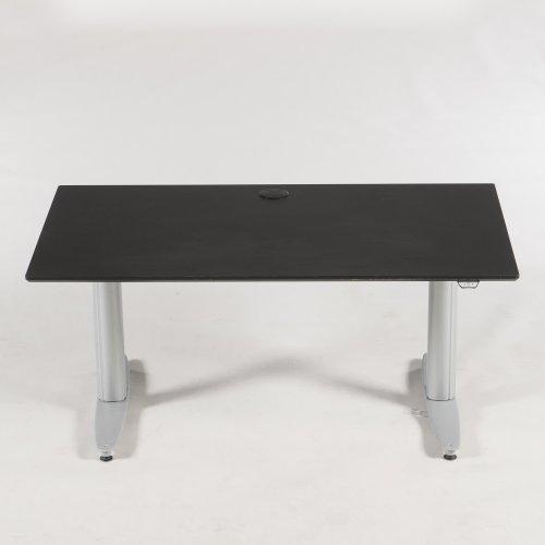 Brugt hæve-/sænkebord - sort linoleum - kinnarps stel - 140 cm