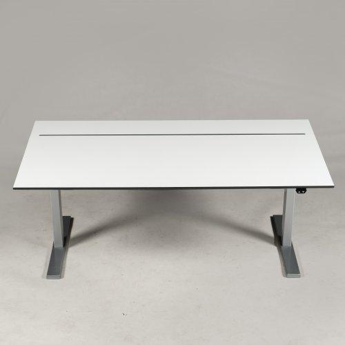 Brugt hæve-/sænkebord - hvid m. indbygget kabelbakke