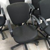 Brugt kontorstol - sort polstring - m. armlæn