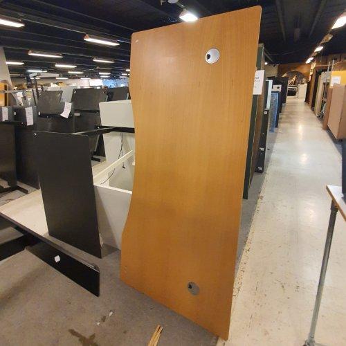 Brugt Thor hæve-/sænkebord - ahorn m. centerbue - gråt stel - 200x100 cm